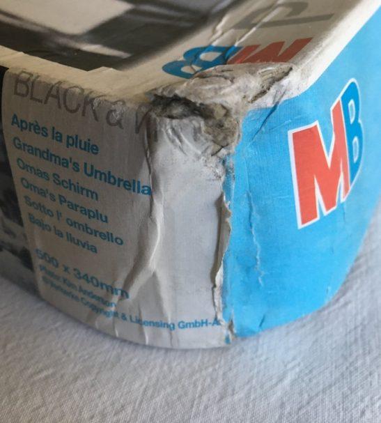 Image of the Puzzle 500, MB, Grandma Umbrella, Sealed Bag, Picture of the Corner
