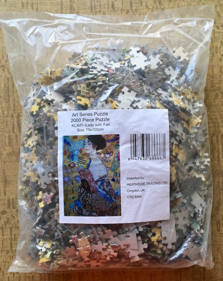 Image of the puzzle 2000, Heathside, Lady with Fan, Gustav Klimt, Sealed Bag, Picture of the bag
