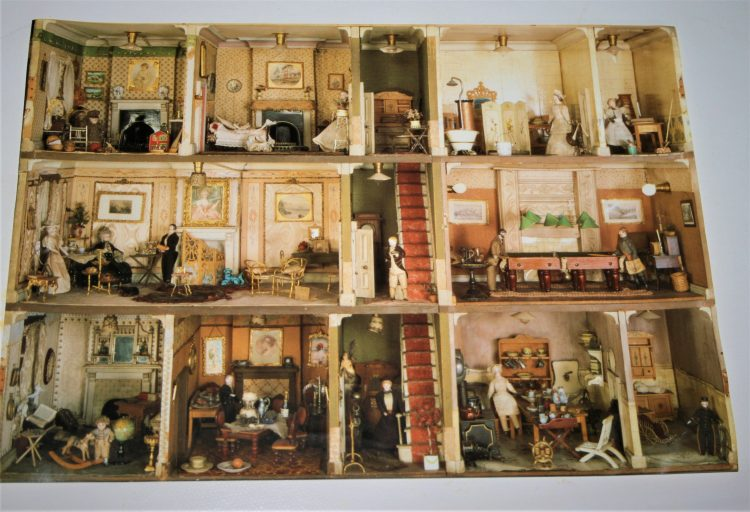 Image of the puzzle 1000, Gibsons, Miss Amy Miles Dolls House, Sealed Bag, Picture of the box