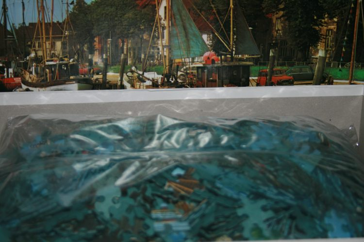 Image of the puzzle 2000, Arrow, Tonning Harbour, Germany, Sealed Bag, Picture of the bag