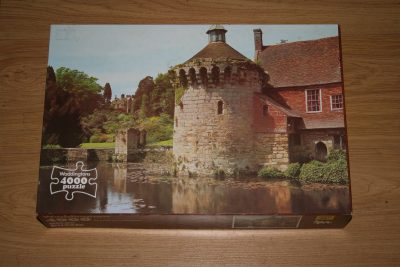 Image of the puzzle 4000, Waddingtons, Scotney Castle, England, Sealed Bag, Picture of the box