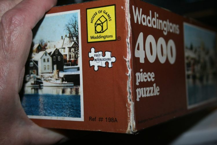 Image of the puzzle 4000 Waddingtons, Portsmouth, New Hampshire, USA, Sealed Bag, Picture of the corner