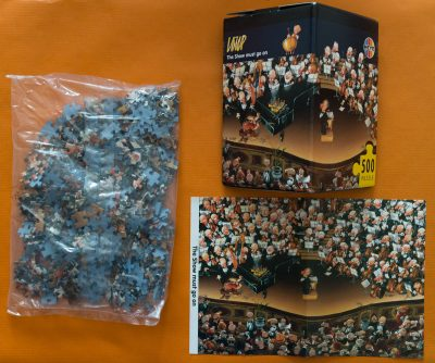 Image of the puzzle 500, Heye, The Show Must Go On, by Jean-Jacques Loup, Sealed Bag, Picture of the contents