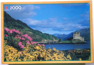 Image of the puzzle 2000, MB, Eilean Donan Castle, Highlands, Scotland, Factory Sealed, Picture of the box