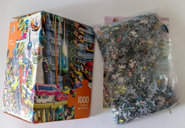 Image of the puzzle 1000, Heye, Space, by Igor Kravarik, Sealed Bag, Picture of the contents